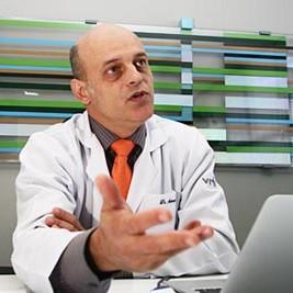 Dr. Malucelli, médico de rubor, especialista no tratamento do rubor facial e cirurgia do rubor facial,